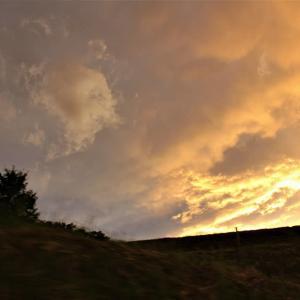 黄昏、雲奔る