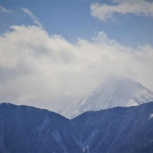 雪嶺、雲籠る