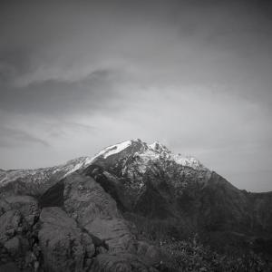 威容、谷川岳の霜月