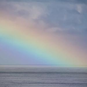 虹が生まれる海