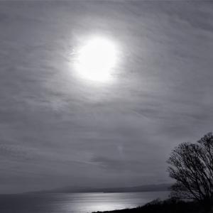里山の海、冬の午後