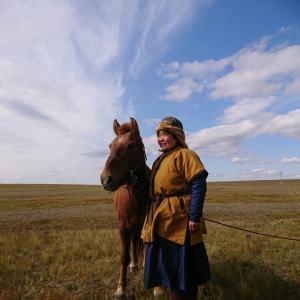 コロナ禍乗り切り戦略 馬と民族衣装の写真チャレンジ参戦中