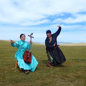 モンゴル伝統舞踊ビエルゲーの師匠がユーチューブチャンネル開設してた