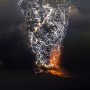 【画像】噴火、ガチでヤバすぎるwwwwwwwwwwww