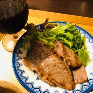 今夜はワインと焼肉ステーキを頂きました