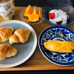 今日の朝食フルーツいっぱい