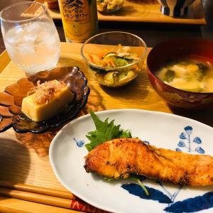 昨日の晩ご飯は鮭のムニエルでした