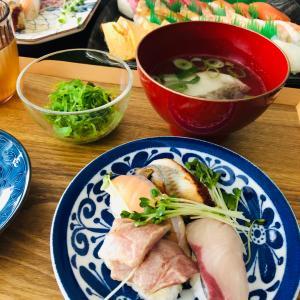 今日はお寿司です