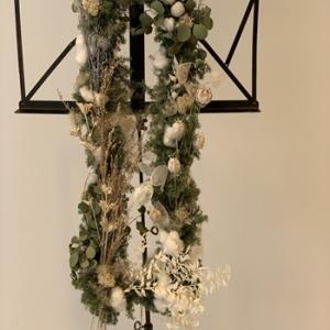 2019年のクリスマスリースは クロス(十字架)を作りました。