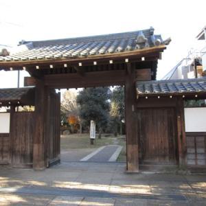 門と蔵のある広場[豊島区]