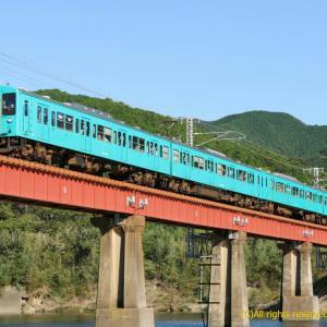 105系団体列車 日置川にて