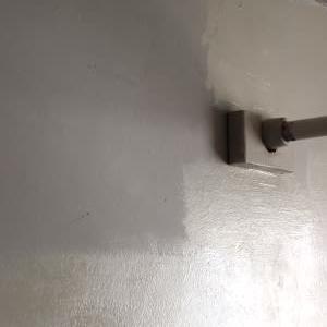 バスルームの壁をペイント