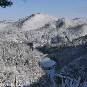 雪景色の只見線を撮る