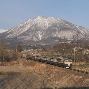 しなの鉄道115系スカ色と黒姫山