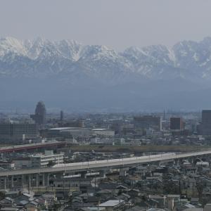 北陸新幹線を呉羽山で撮る