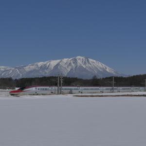 秋田新幹線と岩手山