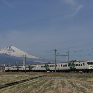 185系と富士山