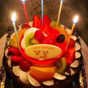 10月の誕生日はフルーツたくさんのケーキで♪
