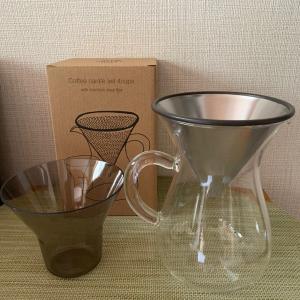お気に入りのコーヒーカラフェと計量カップ