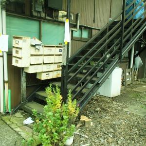 アパートの腐食した鉄骨階段を補修しました