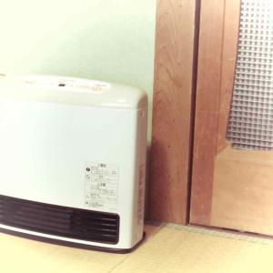 気温4度。わが家も冬支度! 〜ファンヒーター設置〜