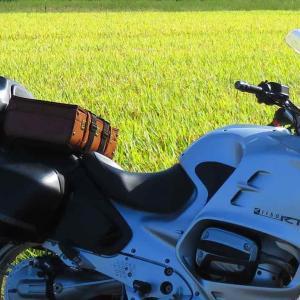 帰省の途中、黄金の田んぼわきにて 〜#バイクに革トランク載せ隊〜