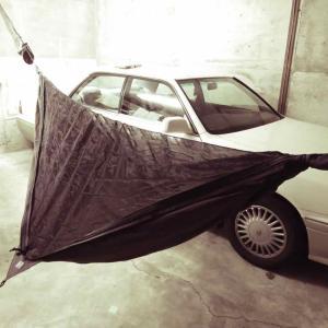 まったり、ガレージでハンモック生活