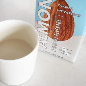 ホットで飲む、アーモンドミルク。