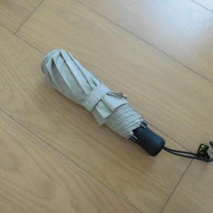 ユニクロ*晴雨兼用の、折りたたみ傘。