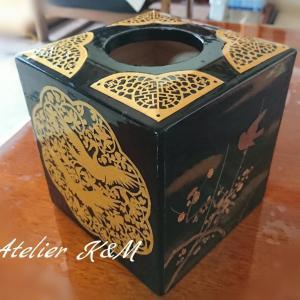 精巧な切り絵のBOX