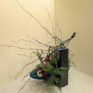 12月のいけばなもクリスマス花材で