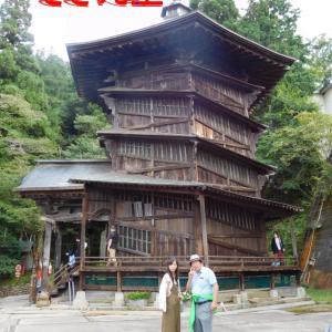 さざえ堂で螺旋階段を登る・飯盛山の不思議な三重塔。マオさんと私