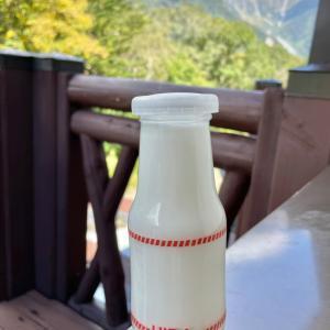 テラスで牛乳❣️