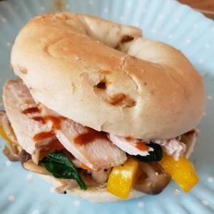 鶏ハムでサンドイッチ♪