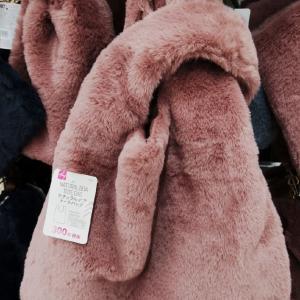 暖かそうなフワフワバッグ韓国でも300円では買えないかと