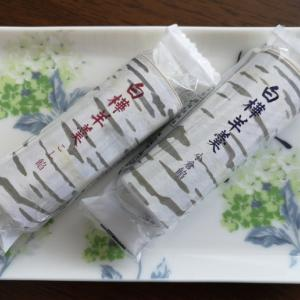 六花亭の白樺羊羹は甘すぎず食べやすい
