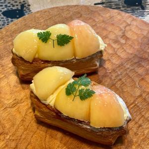 パン屋さんの桃のデニッシュ