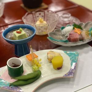 老舗宿・大広間での夕食〜