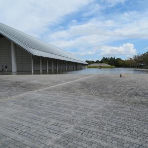 佐川美術館から石山寺