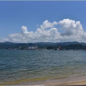 梅雨は明けても晴れ間はわずか  敦賀の青い海  令和2年8月