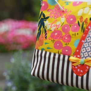 夏から秋までなら このデザイン マスタードの花柄とコーヒーブラウン