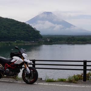 黒い富士山と白いハイパーモタード