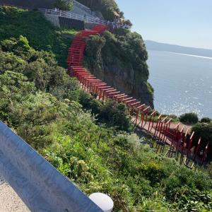 元乃隅稲成神社と角島大橋