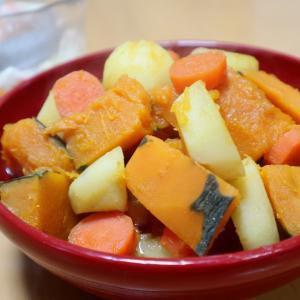 南瓜とジャガイモの炊き合わせ、カラフルの必要性