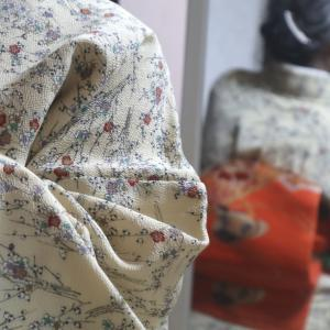 梅小紋に古い刺繍帯、着物にアイロンがけ