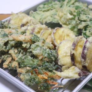 ニンジン葉の天ぷら、甘酢に赤カブで