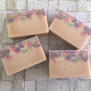 「レーズン酵母液」「苺酵母液」の石けん作りました。