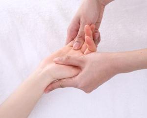 【募集】福山リビング新聞社にてハンドマッサージセラピスト養成講座を開催します。