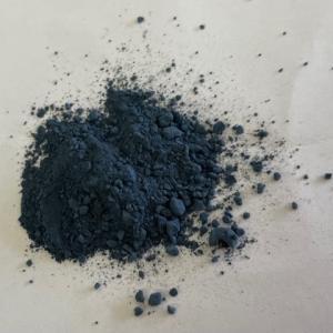 藍の生葉で「沈殿藍」作り。