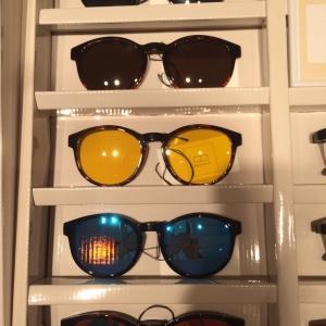 ワンタッチでレンズ交換出来る機能的メガネどうですか?